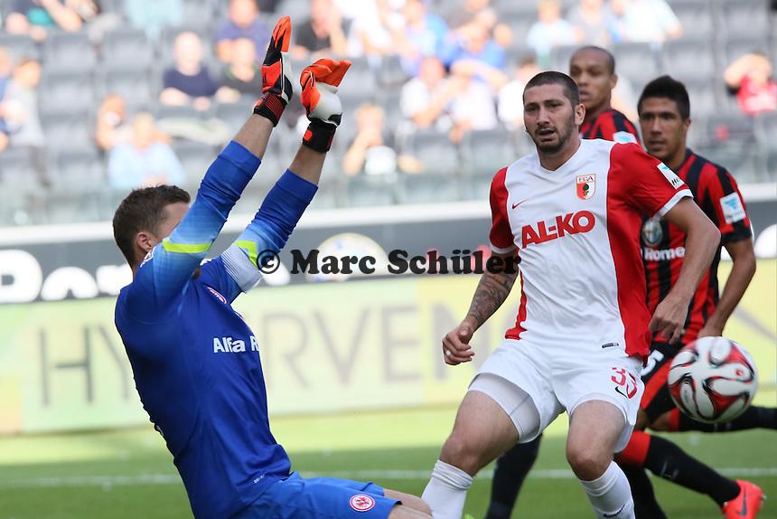 Parade Kevin Trapp (Eintracht)  - Eintracht Frankfurt vs. FC Augsburg, Commerzbank Arena