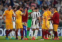 Calcio, Champions League: Juventus vs Siviglia: Torino, Juventus Stadium, 14 settembre 2016. <br /> Juventus and Sevilla players greet at the end of the Champions League Group H football match between Juventus and Sevilla at Turin's Juventus Stadium, 16 September 2016. The game ended 0-0.<br /> UPDATE IMAGES PRESS/Isabella Bonotto