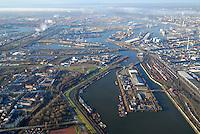 4415/Hafenquerspange : EUROPA, DEUTSCHLAND, HAMBURG 25.12.2005: Bereich der Hafenquerspange, Spreehafen im Vordergrund , Blickrichtung West