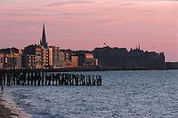 Europe/France/Bretagne/35/Ille-et-Vilaine/St Malo: Lumière du soir sur le sillon et la Ville Close