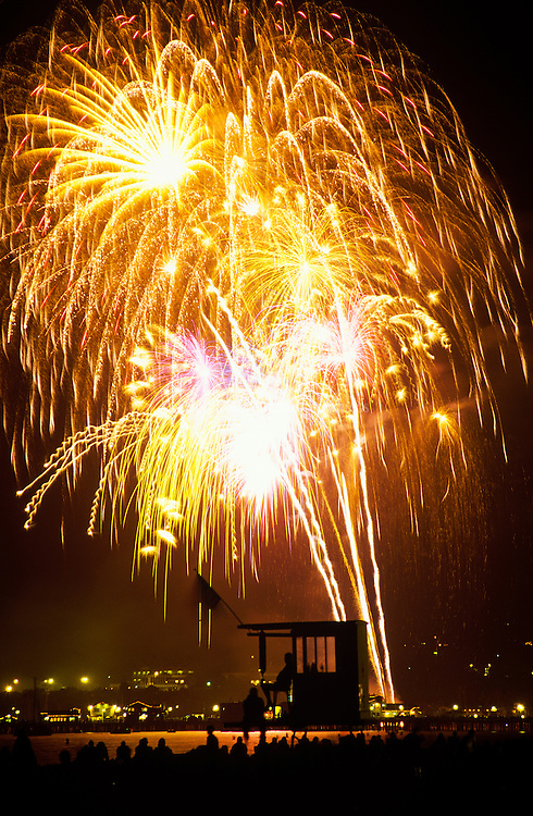 Independence Day celebrations include fireworks launched from East Beach over Stearn's Wharf, the harbor and local beaches.