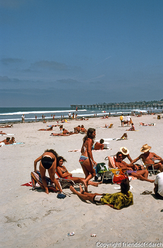 San Diego: Beach Party in Pacific Beach.  (Photo 1982)