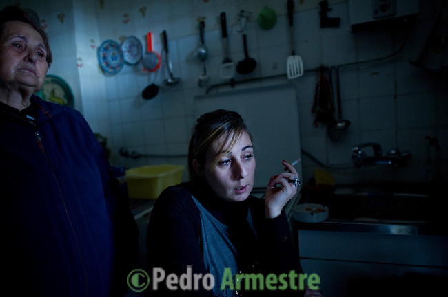 SPAIN, Madrid : Maria Mostajo, sister-in-law of Vicente Torres, 73, and his daugther Pilar Moreno Mostajo are pictured at Vicente's apartment in Madrid on April 18, 2012. Vicente Torres, who is severy ill and underwent a recent heart surgery, faces an eviction from his house. Eviction procedures in Spanish courts for unpaid mortgages and rent hit a record of 58,241 in 2011, a 21.2 percent rise over the previous year. Evictions have soared in Spain since the collapse of a property bubble in 2008 that triggered the country's economic crisis. (c) Pedro ARMESTRE