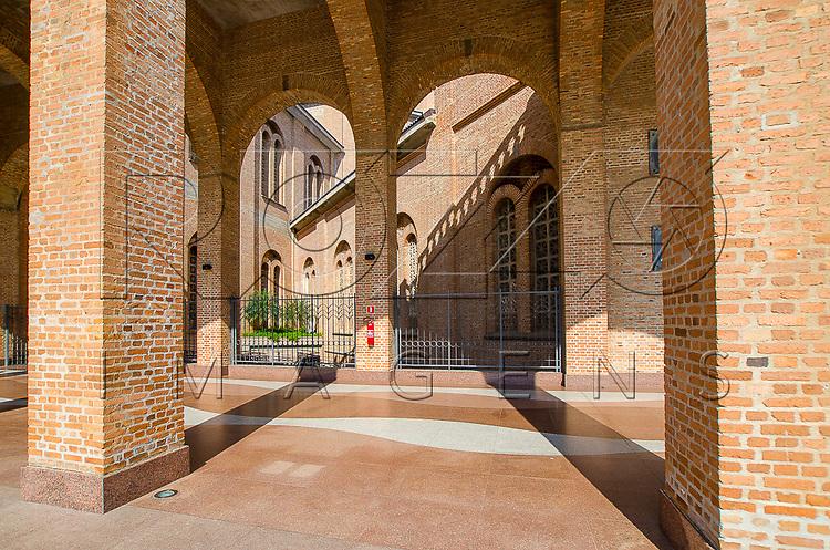Fiéis na Basílica Nova - Santuário Nacional de Nossa Senhora da Aparecida, Aparecida - SP, 10/2016.