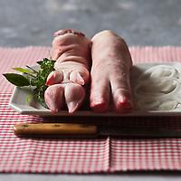 Gastronomie générale/Pieds de Cochon de la Charcuterie Gilles Vérot Paris XV ème - Stylisme : Valérie LHOMME
