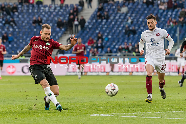 09.02.2019, HDI Arena, Hannover, GER, 1.FBL, Hannover 96 vs 1. FC Nuernberg<br /> <br /> DFL REGULATIONS PROHIBIT ANY USE OF PHOTOGRAPHS AS IMAGE SEQUENCES AND/OR QUASI-VIDEO.<br /> <br /> im Bild / picture shows<br /> Marvin Bakalorz (Hannover 96 #06) mit Flanke, Enrico Valentini (Nuernberg #22), <br /> <br /> Foto © nordphoto / Ewert