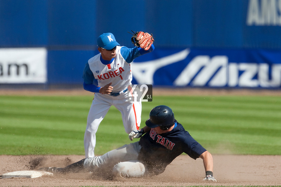 14 September 2009: Second base Myung-Gu Kang of South Korea jumps over Thomas Stack-Babich of Great Britain during the 2009 Baseball World Cup Group F second round match game won 15-5 by South Korea over Great Britain, in the Dutch city of Amsterdan, Netherlands.