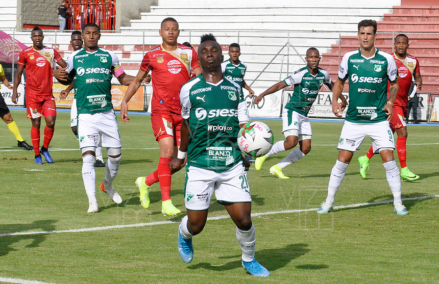 RIONEGRO- COLOMBIA, 20-10-2019.Acción de juego entre los equipos Rionegro y Deportivo Cali durante partido por la fecha 18 de la Liga Águila II 2019 jugado en el estadio Alberto Grisales  de Rionegro. /Action game between Rionegro and Deportivo Cali during match date 18 of the Liga Aguila II 2019 played at Alberto Grisales Stadium in Rionegro. Photo: VizzorImage / León Monsalve / Contribuidor