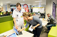 Nederland  Amsterdam  2017 01 25. Amsterdam Medisch Centrum ( AMC ) .  E-Health Avenue.  Op deze Avenue wordt een interactief overzicht gegeven van de verschillende e-Health initiatieven door zorgmedewerkers. De Avenue bestaat uit de Allée van de Apps, de Weg van de Wearables,  de Gang van de Games, de Route van e-Health Research en het Pad van de Patiëntparticipatie. Medify. Tijdens het e-health evenement wordt informatie gegeven door o.a. Martijn van Mourik (Cardiologie) over de digitale voorlichting in het hartcentrum.    Foto Berlinda van Dam / Hollandse Hoogte
