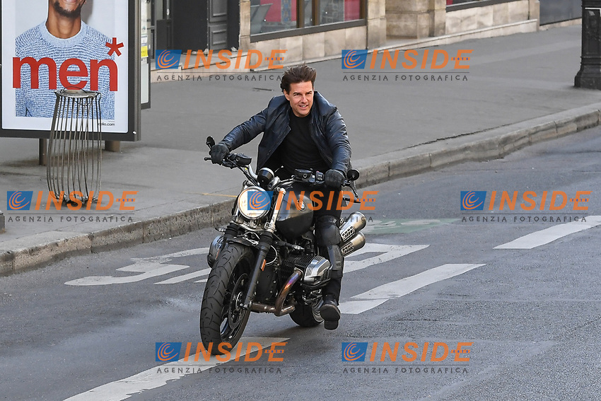 Tom Cruise filming a new scene of &quot;Mission Impossible 6&quot; with a motorbike at l&rsquo;Opera in Paris  <br /> Tom Cruise in moto durante le riprese di Mission Impossible 6 <br /> Parigi 30-04-2016 L'Opera <br /> Foto Lionel Urman / Panoramic / Insidefoto