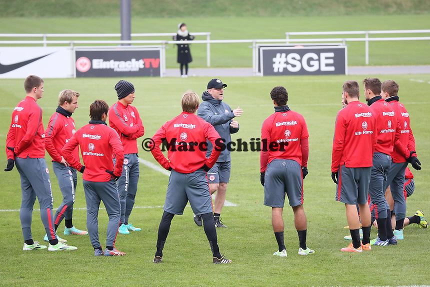 Trainer Thomas Schaaf (Eintracht) gibt Anweisungen - Eintracht Frankfurt Training, Commerzbank Arena