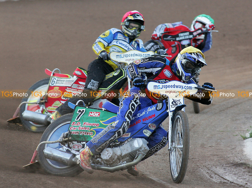 Heat 2 - Tomicek (yellow), Rempala (red), Hurry - Ipswich Witches vs Lakeside Hammers - Elite League Speedway at Arena Essex - 21/06/07 - MANDATORY CREDIT: Gavin Ellis/TGSPHOTO - SELF-BILLING APPLIES WHERE APPROPRIATE. NO UNPAID USE -  Tel: 0845 0946026