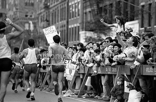 New York, New York<br /> Chicago, Illinois<br /> 1985<br /> <br /> Maraton 1985 in Chicago, Illinois and New York, New York.