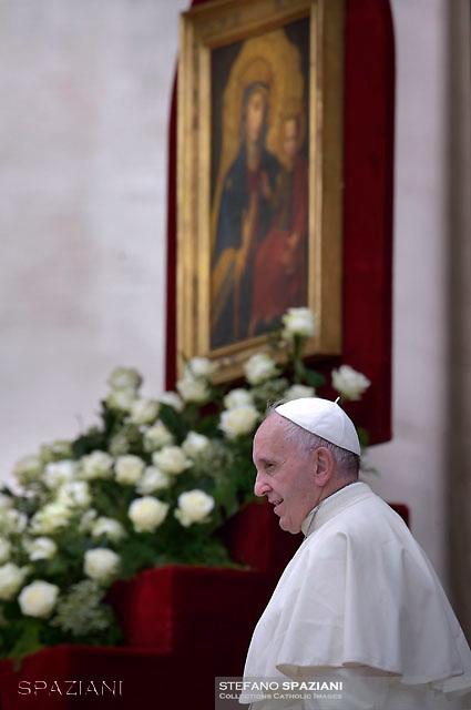 "Pope Francis painting of the Madonna ""Salus infirmorum"" kept in the church of St Mary Magdalene in Campo Marzio.Rome,during Mass for sick and disabled people   at St Peter's square in Vatican on June 12, 2016."