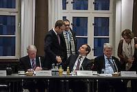 """Runder Tisch zur Versorgung von Fluechtlingen.<br /> Am Montag den 18. Januar 2016 versammelten sich Mitarbeiter verschiedenster gesellschaftlicher Organisationen wie u.a. vom Fluechtlingsrat, kirchlichen Einrichtungen und aus der Politik zu einem """"Runden Tisch zur Versorgung von Fluechtlingen"""". Unter dem Vorsitz von Buergermeister Michael Mueller und dem ehemaligen Innensenator Wolfgang Wieland vom """"Berliner Beirat fuer Zusammenhalt"""" sollte ueber eine Loesung der verschiedensten Probleme im Zusammenhang mit der Aufnahme von Fluechtlingen in Berlin geredet werden. Unter anderem gin es um die Unterbringung von Gefluechteten auf dem Gelaende des ehemaligen Flughafen Tempelhof und einer dafuer vorgeschlagenen Randbebauung.<br /> Im Bild vlnr.: Dieter Glietsch, Staatssekretaer fuer Fluechtlingsfragen; Sozialsenator Mario Czaja; Michael Mueller und Wolfgang Wieland (rechts am Tisch).<br /> 18.1.2016, Berlin<br /> Copyright: Christian-Ditsch.de<br /> [Inhaltsveraendernde Manipulation des Fotos nur nach ausdruecklicher Genehmigung des Fotografen. Vereinbarungen ueber Abtretung von Persoenlichkeitsrechten/Model Release der abgebildeten Person/Personen liegen nicht vor. NO MODEL RELEASE! Nur fuer Redaktionelle Zwecke. Don't publish without copyright Christian-Ditsch.de, Veroeffentlichung nur mit Fotografennennung, sowie gegen Honorar, MwSt. und Beleg. Konto: I N G - D i B a, IBAN DE58500105175400192269, BIC INGDDEFFXXX, Kontakt: post@christian-ditsch.de<br /> Bei der Bearbeitung der Dateiinformationen darf die Urheberkennzeichnung in den EXIF- und  IPTC-Daten nicht entfernt werden, diese sind in digitalen Medien nach §95c UrhG rechtlich geschuetzt. Der Urhebervermerk wird gemaess §13 UrhG verlangt.]"""