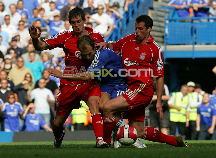 PIX: Football. Barclaycard Premiership. Chelsea-Liverpool, Stamford Bridge, London, 17th September 2006...COPYRIGHT PICTURE>> SIMON WILKINSON>>0870 092 0092>>....Arjen Robben (Chelsea)-Jamie Carragher, Dan Agger (Liverpool).................