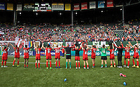 Portland, OR - Sunday, May 29, 2016: The Portland Thorns FC salute the fans after the match. The Portland Thorns FC and the Seattle Reign FC played to a 0-0 tie during a regular season National Women's Soccer League (NWSL) match at Providence Park.