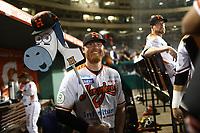 Barry Enrigth pitcher porta un burro, burrito con una gorra de naranjeros para la suerte, durante juego de beisbol de la Liga Mexicana del Pacifico temporada 2017 2018. Tercer juego de la serie de playoffs entre Mayos de Navojoa vs Naranjeros. 04Enero2018. (Foto: Luis Gutierrez /NortePhoto.com)
