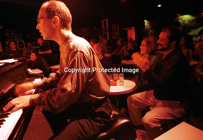dievmus00626 Jazz. A band performing at the Vanguard Village Jazz club on May 24, 1998 in New York City, USA. Vanguard is one of the oldest and best known Jazz venues in New York City..©Per-Anders Pettersson/iAfrika Photos
