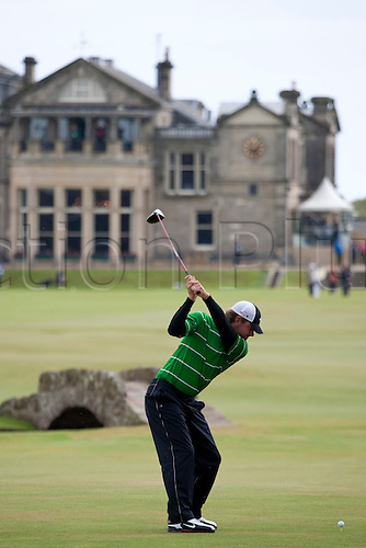 ST ANDREWS SCOTLAND. 15-07-2010. Lucas GLOVER from the USA in action on the first day of The Open Championship (also known as The British Open) played on The Royal and Ancient Old Course.