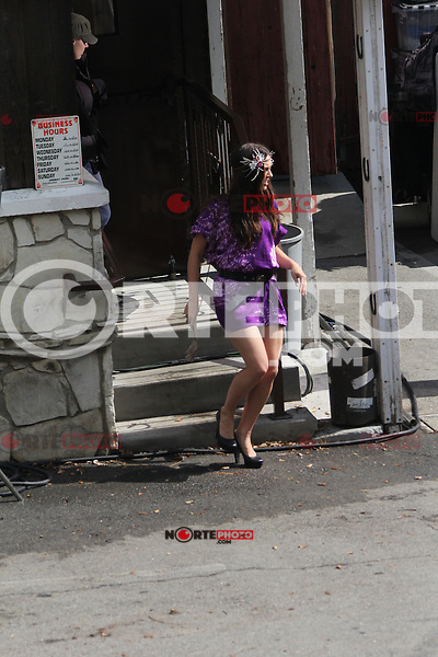 "October 12 2012: .AnnaLynne McCord and Jessica Stroup refresh themselves as they prepare to shoot for ""90210"" in Los Angeles.Non Exclusive.Mandatory Credit: OHPIX.COM..Ref: OH_dnl"