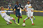 04.11.2018, Borussia Park , Moenchengladbach, GER, 1. FBL,  Borussia Moenchengladbach vs. Fortuna Duesseldorf,<br />  <br /> DFL regulations prohibit any use of photographs as image sequences and/or quasi-video<br /> <br /> im Bild / picture shows: <br /> Oscar Wendt (Gladbach #17), im Zweikampf gegen  Dodi Lukebakio (Fortuna Duesseldorf #20),  <br /> <br /> Foto &copy; nordphoto / Meuter