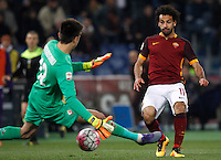 Calcio, Serie A: Roma vs Fiorentina. Roma, stadio Olimpico, 4 marzo 2016.<br /> Roma&rsquo;s Mohamed Salah, right, scores by Fiorentina&rsquo;s goalkeeper Ciprian Tatarusanu during the Italian Serie A football match between Roma and Fiorentina at Rome's Olympic stadium, 4 March 2016.<br /> UPDATE IMAGES PRESS/Riccardo De Luca