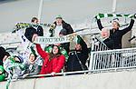 Stockholm 2015-03-14 Bandy Bronsmatch Hammarby IF - Villa Lidk&ouml;ping BK :  <br /> Hammarbys supportrar med halsdukar under matchen mellan Hammarby IF och Villa Lidk&ouml;ping BK <br /> (Foto: Kenta J&ouml;nsson) Nyckelord:  Tele2 Arena SM Brons Bronsmatch Tredjepris herr herrar Hammarby HIF Bajen Villa Lidk&ouml;ping VLBK supporter fans publik supporters
