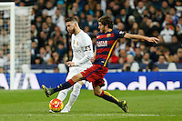 Real Madrid´s Sergio Ramos (L) and Barcelona´s Sergi Roberto during 2015-16 La Liga match between Real Madrid and Barcelona at Santiago Bernabeu stadium in Madrid, Spain. November 21, 2015. (ALTERPHOTOS/Victor Blanco) /NortePhoto