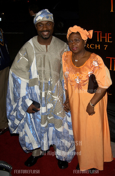 Actor AWAOVIEYI AGIE & mother at the Los Angeles premiere of his new movie Tears of the Sun..03MAR2003.  © Paul Smith / Featureflash
