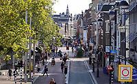 Nederland  Haarlem  2019.  Straat in het  centrum. Autovrij gebied, uitgezonderd bussen.    Berlinda van Dam / Hollandse Hoogte