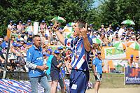 FIERLJEPPEN, WINSUM:  FK Fierljeppen, Oane Galama (Wiuwert)  wint met 20.22, ©foto Martin de Jong