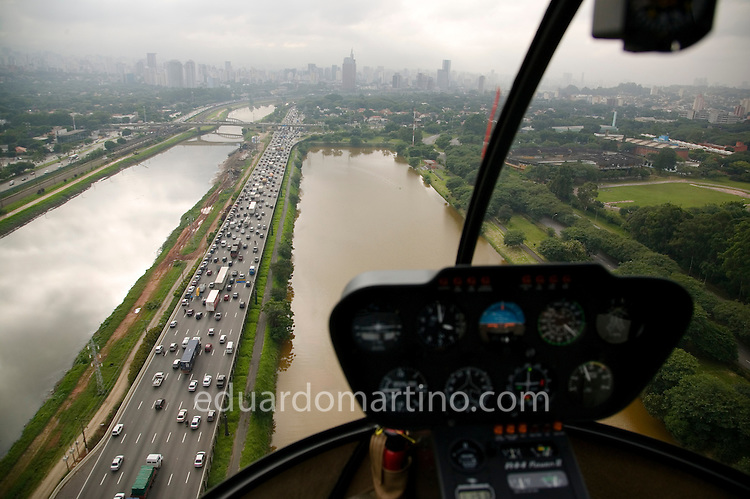 Flying above Marginal do Pinheiros, one of the city's helicopter corridors, created recently to organise the aerial space and avoid collisions with airplanes. Sao Paulo has the busiest helicopter traffic in urban area in the world and it is the only city in the world to have a fully dedicated controller for helicopters, inside the Congonhas Airport.