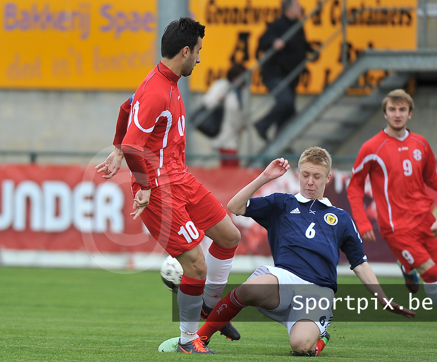 Scotland U19 - Georgia U19 : Bachana Arabuli (10) and tackling Jamie Lindsay (6).foto DAVID CATRY / Nikonpro.be