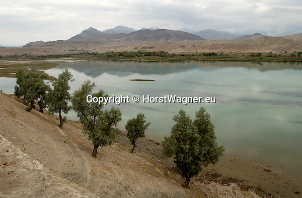 Afghanistan, Nangarhar Province; November 12, 2002 -- Main road Jalalabad - Kabul: water reservoir, part of the Sorobi - Sarobi - Surobi barrier lake; landscape, infrastructure, rural -- Photo: © HorstWagner.eu