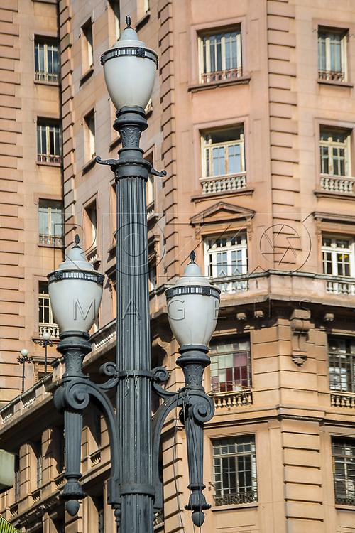 Luminária no centro histórico da capital, São Paulo-SP, 07/2016.