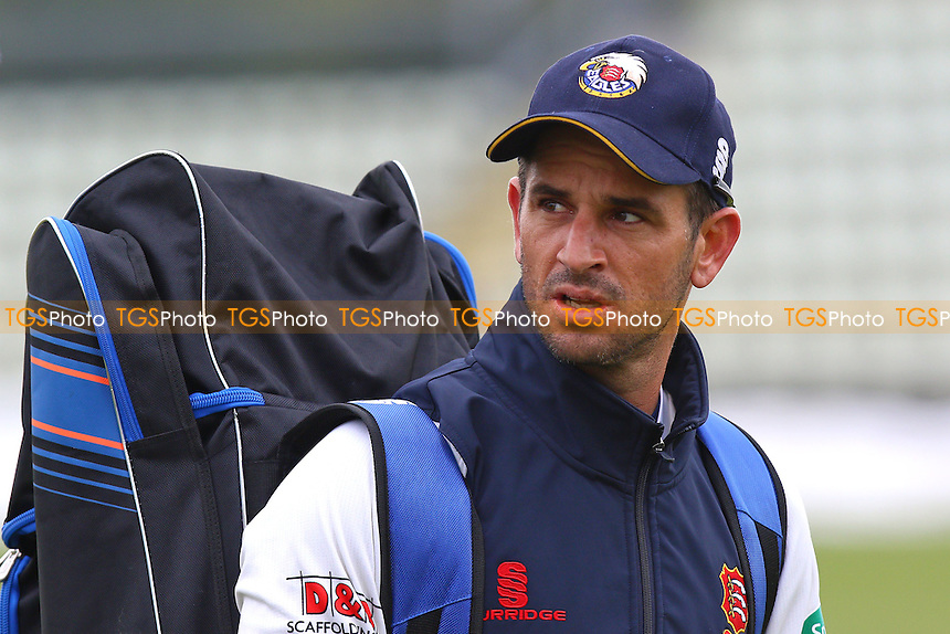 Essex skipper Ryan ten Doeschate ahead of Worcestershire CCC vs Essex CCC, Specsavers County Championship Division 2 Cricket at New Road on 1st May 2016