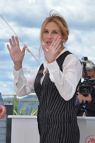Julia Roberts at the Photocall &laquo;Money Monster` - 69th Cannes Film Festival on May 12, 2016 in Cannes, France.<br /> CAP/LAF<br /> &copy;Lafitte/Capital Pictures<br /> Julia Roberts at the Photocall &acute;Money Monster` - 69th Cannes Film Festival on May 12, 2016 in Cannes, France.<br /> CAP/LAF<br /> &copy;Lafitte/Capital Pictures /MediaPunch ***NORTH AMERICA AND SOUTH AMERICA ONLY***