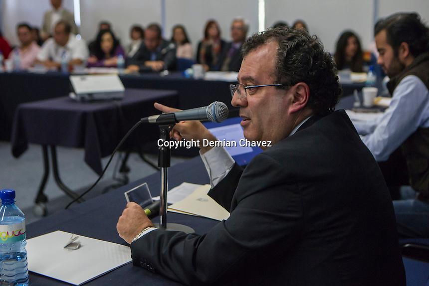 Querétaro, Qro. 24 de Noviembre de 2016.- Durante la sesión ordinaria del Consejo Universitario de la UAQ; el docente José Saúl Guerrero, quien ostenta la toma de nota por parte del gobierno del estado a través de la Junta Local de Conciliación y Arbitraje.