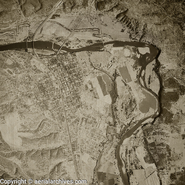 historical aerial photograph Redding, California, 1943