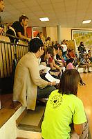 Roma, 15 Settembre 2008.Scuola elementare Iqbal Masih.Primo giorno di scuola e protesta con occupazione da parte di genitori e insegnanti contro il decreto Gelmini.Rome, 15 September 2008.Elementary school Iqbal Masih.First day of school and protest occupation by parents and teachers against the Gelmini decree