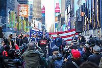 NEW YORK, NY, 19.02.2017 - PROTESTO-NEW YORK -Bill de Blasio prefeito de New York City fala durante protesto na Times Square na ilha de Manhattan em New York, neste domingo.19. Ato em solidariedade com os muçulmanos americanos e contra a proibição de viajar ordenada pelo presidente dos EUA, Donald Trump. (Foto: William Volcov/Brazil Photo Press)