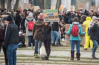 Tausende Schuelerinnen und Schueler streikten am Freitag den 25. Januar 2019 in Berlin unter dem Motto #FridaysForFuture fuer einen Ausstieg aus der Kohlepolitik. &quot;Heute verhandelt die Kohlekomission &uuml;ber den Kohleausstieg, und damit ueber unsere Zukunft. Die Menschen, die heute diese Entscheidungen treffen, werden die langfristigen Folgen ihrer Entscheidungen nicht mehr erleben.&quot;<br /> Im Bild: Die Schuelerinnen und Schueler protestieren vor dem Bundeskanzleramt.<br /> 25.1.2019, Berlin<br /> Copyright: Christian-Ditsch.de<br /> [Inhaltsveraendernde Manipulation des Fotos nur nach ausdruecklicher Genehmigung des Fotografen. Vereinbarungen ueber Abtretung von Persoenlichkeitsrechten/Model Release der abgebildeten Person/Personen liegen nicht vor. NO MODEL RELEASE! Nur fuer Redaktionelle Zwecke. Don't publish without copyright Christian-Ditsch.de, Veroeffentlichung nur mit Fotografennennung, sowie gegen Honorar, MwSt. und Beleg. Konto: I N G - D i B a, IBAN DE58500105175400192269, BIC INGDDEFFXXX, Kontakt: post@christian-ditsch.de<br /> Bei der Bearbeitung der Dateiinformationen darf die Urheberkennzeichnung in den EXIF- und  IPTC-Daten nicht entfernt werden, diese sind in digitalen Medien nach &sect;95c UrhG rechtlich geschuetzt. Der Urhebervermerk wird gemaess &sect;13 UrhG verlangt.]