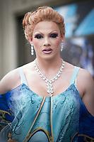 Berlin, Ein Transvestit Model am Freitag (10.05.13) in Berlin im Vorfeld eines Drag-Queen Castings im Friedrichstadt-Palast. Foto: Timur Emek/CommonLens
