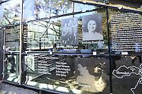 Bilder und Namen der ehemaligen Insassen der KZ Außenstelle Walldorf zieren das Gebäude der Lern- und Gedenkstätte