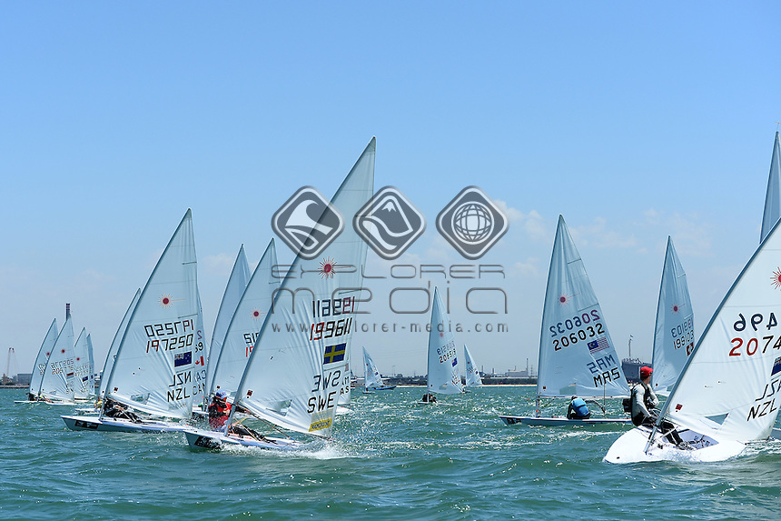 Laser / fleet starting action<br /> ISAF Sailing World Cup - Melbourne<br /> St Kilda sailing precinct, Victoria<br /> Port Phillip Bay Thursday 10 Dec 2015<br /> &copy; Sport the library / Jeff Crow