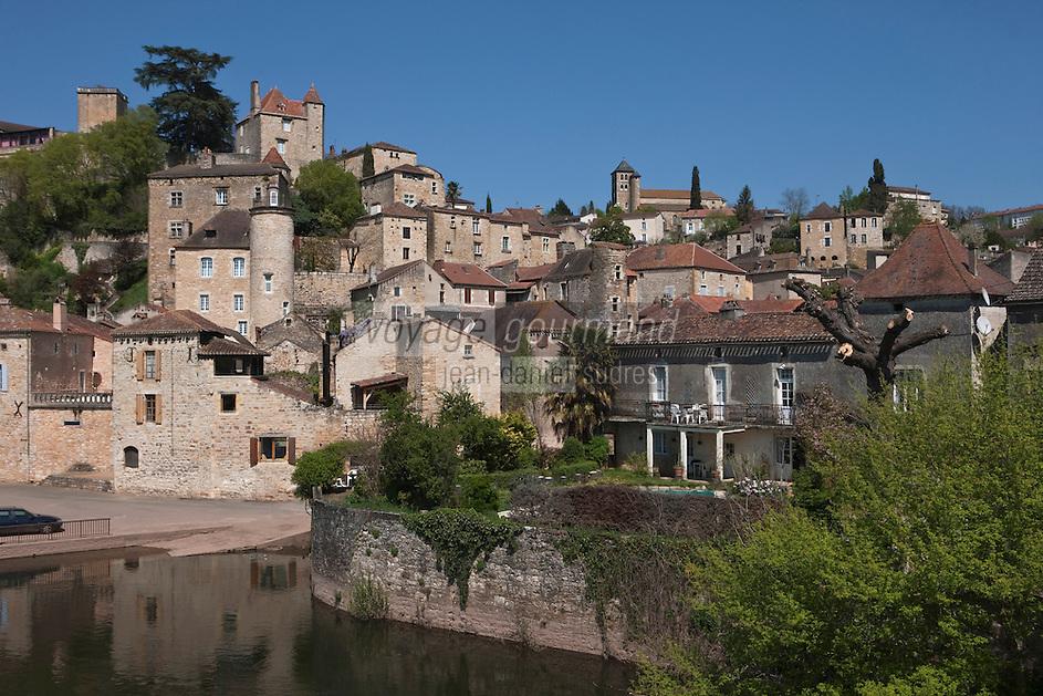 Europe/Europe/France/Midi-Pyrénées/46/Lot/Puy-l'Evèque: La ville sur les bords du Lot