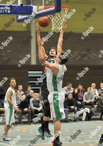 2016-01-16 / basket / seizoen 2015 - 2016 / Turnhout - Erpe-Mere / Somers (l) (Turnhout) in duel met Verhulst (r) (Erpe-Mere)