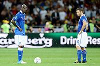 KIEV, UCRANIA, 01 JULHO 2012 - EU2012 FINAL - ESPANHA X ITALIA - Antonio Cassano (D) e Mario Balotelli jogadores da Italia durante partida contra a Espanha na decisão da Euro 2012 entre Espanha e Itália, em Kiev, Ucrânia, neste domingo (01).  (FOTO: PIXATHLON / BRAZIL PHOTO PRESS).