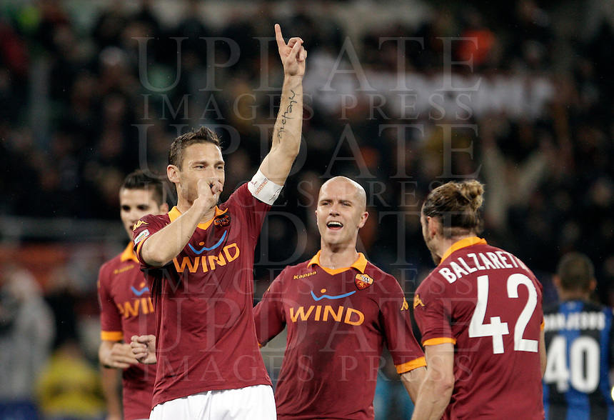 Calcio, Serie A: Roma vs Inter. Roma, stadio Olimpico, 20 gennaio 2013..AS Roma forward Francesco Totti, left, celebrates with teammates after scoring on a penalty kick during the Italian Serie A football match between AS Roma and FC Inter at Rome's Olympic stadium, 20 January 2013..UPDATE IMAGES PRESS/Riccardo De Luca